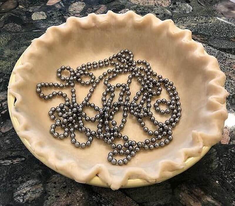 Pie weight chains in pie dough